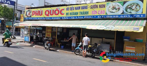 Sang quán hủ tiếu nam vang - cơm tấm, nằm ngay góc ngã 3 Lũy Bán Bích với Dương Khuê, quận Tân Phú.