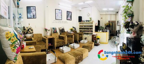 Sang tiệm nails khu dân cư chung cư đông đúc, mặt tiền đường Hoàng Hoa Thám, phường 13, quận Tân Bình.